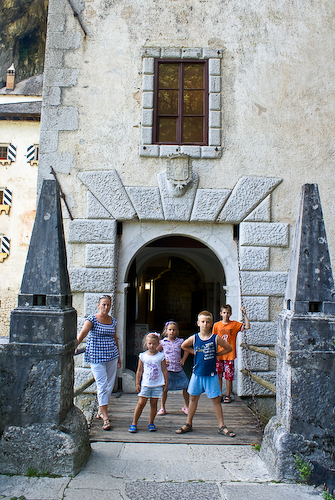 Словения. Предъямский град