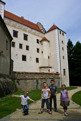 В замковом саду