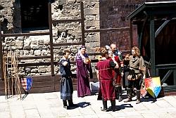 Рыцари выпивают